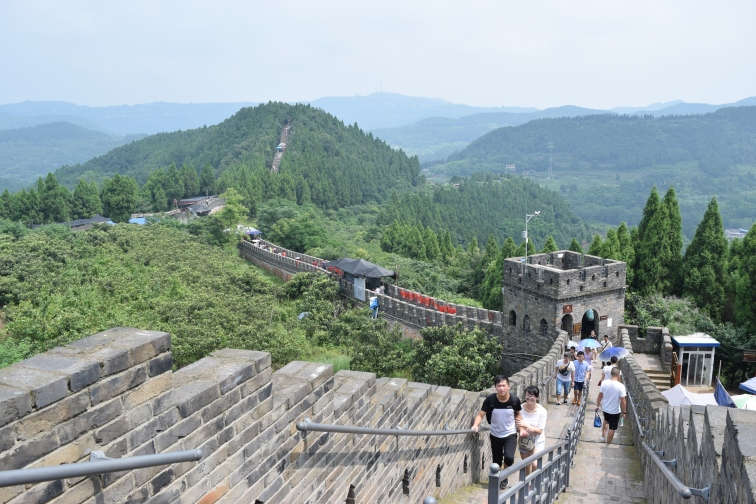 Jinlong, a wall leading up to a buddhist temple